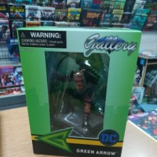 Cómics: GREEN ARROW PVC DIORAMA ESTATUA 20 CM DC COMIC GALLERY. Lote 180186723