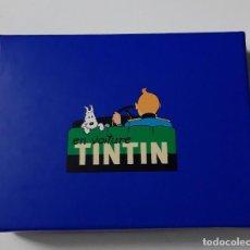 Cómics: TINTIN - DOS JUEGOS DE CARTAS EN ESTUCHE AZUL - NUEVO. Lote 188695507