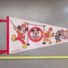 Cómics: ANTIGUO BANDERIN DISNEYLAND MICKEY MOUSE CLUB WALT DISNEY PRODUCTIONS TAMAÑO GIGANTE FIELTRO. Lote 212037037