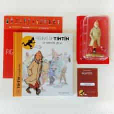 Cómics: FIGURAS DE TINTIN: Nº1 TINTIN CON GABARDINA. LIBRO + FIGURA + PASAPORTE (MOULINSART / ALTAYA) 2015. Lote 262444285