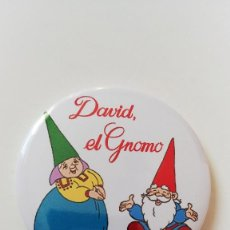 Cómics: CHAPA DE DAVID EL GNOMO - IMAN DE 58 MM. Lote 284330348