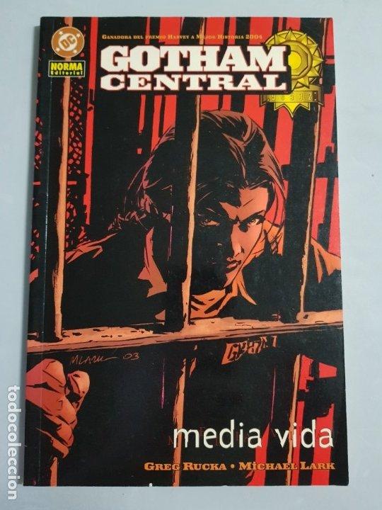 GOTHAM CENTRAL MEDIA VIDA NORMA EDITORIAL ESTADO MUY BUENO MAS ARTICULOS NEGOCIABLE (Tebeos y Comics - Norma - Comic USA)