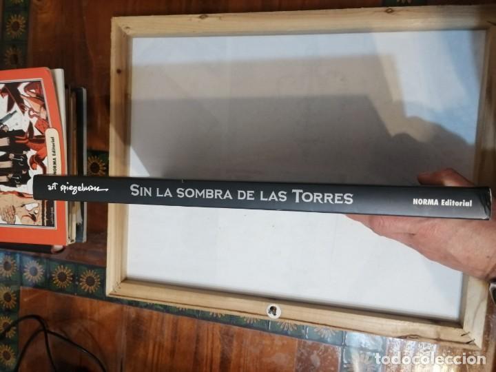 Cómics: SIN LAS SOMBRAS DE LAS TORRES. ART SPIEGELMAN. - Foto 3 - 248358360