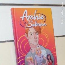 Cómics: ARCHIE Y SABRINA VOLUMEN UNO TOMO CARTONÉ - NORMA OFERTA. Lote 294032388
