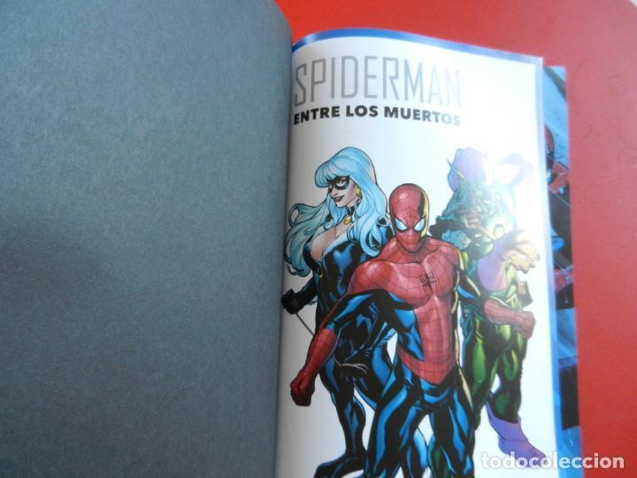 Cómics: SPIDERMAN ENTRE LOS MUERTOS - MARVEL MUST HAVE - 2021 - NUEVO. - Foto 3 - 275559133