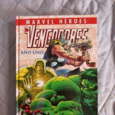 Cómics: MARVEL HEROES, LOS VENGADORES, AÑO UNO. Lote 293202988