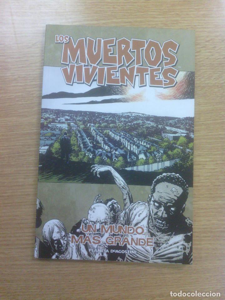 MUERTOS VIVIENTE #16 UN MUNDO MAS GRANDE (Tebeos y Comics - Planeta)