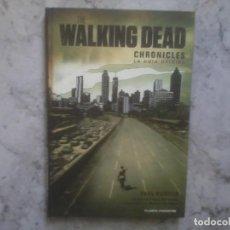Cómics: THE WALKING DEAD CHRONICLES. LA GUIA OFICIAL. PAUL RUDITIS. NUEVO. TAPA DURA. Lote 145803426