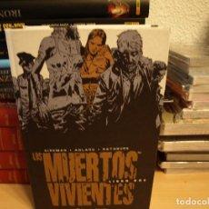 Cómics: LOS MUERTOS VIVIENTES - LIBRO DOS - . TAPA DURA - PLANETA - COMO NUEVO. Lote 191189617