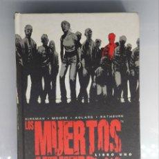 Cómics: COMIC LOS MUERTOS VIVIENTES LIBRO UNO KIRKMAN-MOORE-ADLARD-RATHBURN. Lote 194973662