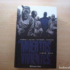 Fumetti: LOS MUERTOS VIVIENTES - LIBRO SEIS - PLANETA COMIC - NUEVO - VER FOTOS. Lote 221768021