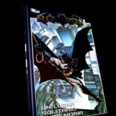 Cómics: EXCELENTE ESTADO BATMAN UN LUGAR COMICS PLANETA DC. Lote 235065535