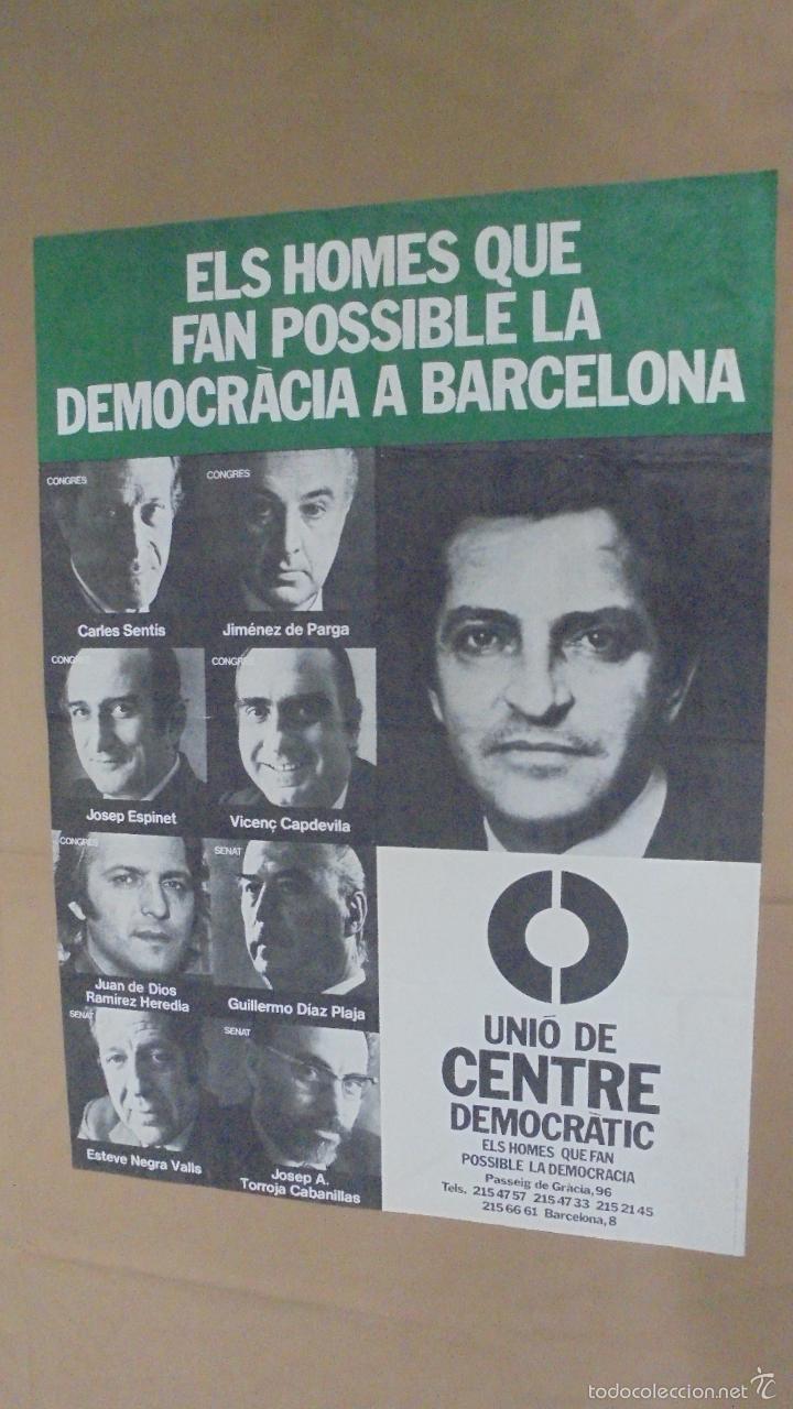 CARTEL ELS HOMES QUE FAN POSSIBLE DEMOCRACRÀCIA A BARCELONA. UNIÓ DE CENTRE DEMOCRÀTIC. 1979. (Tebeos y Comics - Toutain - Otros)