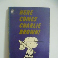 Cómics: HERE COMES CHARLIE BROWN CHARLES M. SCHULZ. TEXTO EN INGLES. Lote 49840718
