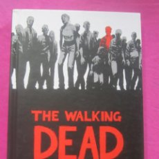 Cómics: THE WALKING DEAD TOMO 1 TAPA DURA TERROR EN INGLES C19. Lote 157855066