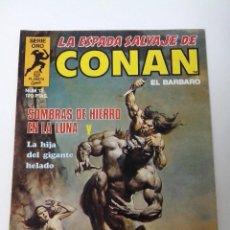 Cómics: COMIC LA ESPADA SALVAJE DE CONAN SERIE ORO Nº 12 SOMBRAS DE HIERRO EN LA LUNA. Lote 262651670