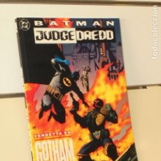 Cómics: BATMAN & JUDGE DREDD VENDETTA EN GOTHAM DC - ZINCO -. Lote 206884868