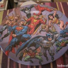 Cómics: LIGA DE LA JUSTICIA PLATO PLASTICO 28 CTMS. DC COMICS SUPERMAN BATMAN WONDER WOMAN AQUAMAN. Lote 150722106