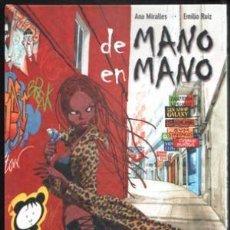 Cómics: DE MANO EN MANO (ANA MIRALLES / EMILIO RUIZ) EDICIONS DE PONENT - CARTONE - IMPECABLE - OFI15T. Lote 163027386
