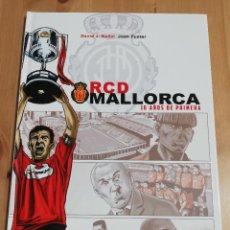 Cómics: RCD MALLORCA. 16 AÑOS DE PRIMERA (DAVID J. NADAL / JOAN FUSTER). Lote 217040238