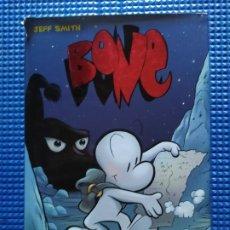 Cómics: BONE LEJOS DE BONEVILLE JEFF SMITH. Lote 231654935