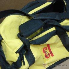 Coleccionismo deportivo: BOLSA DEPORTES GRANDE J&B WHISKY 71CMS LARGO CON RUEDAS. Lote 22674505
