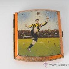 Coleccionismo deportivo: PITILLERA METÁLICA CON IMAGEN DE FUTBOLISTA. Lote 25810567