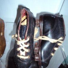 Coleccionismo deportivo: (F-56)BOTAS FOOT-BALL DE NIÑO AÑOS 30-40. Lote 30625770