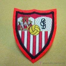 Coleccionismo deportivo: ESCUDO, ESCUDO DE TELA, PARCHE, C.F. SEVILLA, FUTBOL, 8 X 6 CM. Lote 35119771
