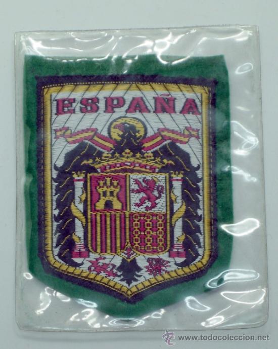 ESCUDO FÚTBOL ESPAÑA TELA BORDADA AÑOS 60 7,5 CM X 6 CM (Coleccionismo Deportivo - Ropa y Complementos - Complementos deportes)