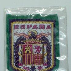 Coleccionismo deportivo: ESCUDO FÚTBOL ESPAÑA TELA BORDADA AÑOS 60 7,5 CM X 6 CM. Lote 149829113