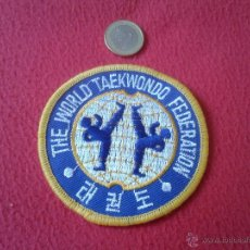 Coleccionismo deportivo: ANTIGUO PARCHE TELA THE WORLD TAEKWONDO FEDARATION AÑOS 80 ?? BUEN ESTADO. Lote 41848652
