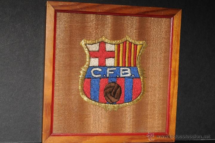 ESCUDO EXCEPCIONAL BORDADO Y ENMARCADO CLUB FUTBOL BARCELONA AÑOS 49/50 (Coleccionismo Deportivo - Ropa y Complementos - Complementos deportes)