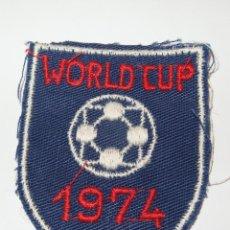 Coleccionismo deportivo: ESCUDO DEL MUNDIAL 74(WORLD CUP),PARA COSER EN CAMISETA. Lote 49140065