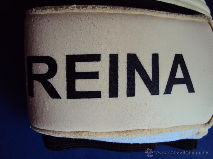 Coleccionismo deportivo: (F-0976)GUANTES ORIGINALES FIRMADOS DE PEPE REINA,SELECCION ESPAÑOLA,MATCH WORN - Foto 4 - 49747452