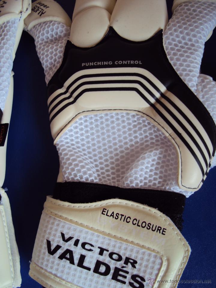 Coleccionismo deportivo: (F-0805)GUANTES PREPARADOS PARA VICTOR VALDES,F.C.BARCELONA,MATCH UN WORN - Foto 3 - 57252296