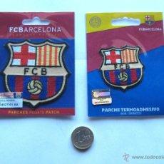 Coleccionismo deportivo: 2 ESCUDOS TELA OFICIAL CAMISETA LOGO FC BARCELONA. GRANDE Y PEQUEÑO. NUEVOS !. Lote 51195866