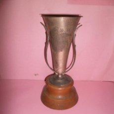 Coleccionismo deportivo: ANTIGUO TROFEO DE NATACIÓN C.N.M. AÑO 1968. Lote 52849607