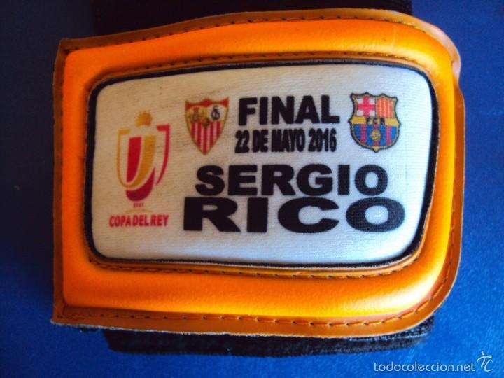 Coleccionismo deportivo: (F-1780)GUANTES DE SERGIO RICO,FINAL COPA DEL REY 2016,F.C.BARCELONA-SEVILLA C.F.MATCH WORN - Foto 4 - 58113072