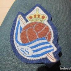 Coleccionismo deportivo: PARCHE ESCUDO BORDADO DE FUTBOL DE REAL SOCIEDAD (ANTIGUO AÑOS 80). Lote 66149298