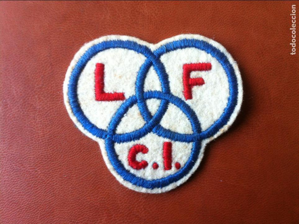 LICEO FRANCÉS - BORDADO EMBLEMA PARA COSER EN CAMISETA DE DEPORTE 1950 LYCÉE FRANÇAIS (Coleccionismo Deportivo - Ropa y Complementos - Complementos deportes)