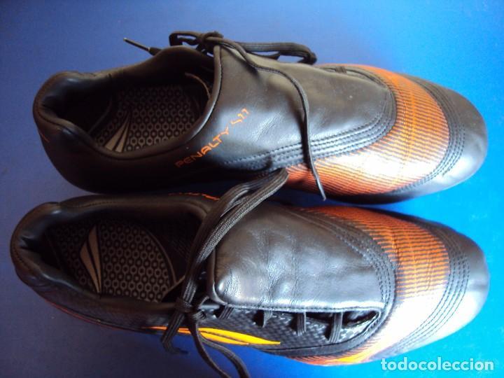 Coleccionismo deportivo: (F-161263)BOTAS DE FUTBOL MARCA PENALTY S11 DE VICTOR VALDES , F.C.BARCELONA , MATCH WORN - Foto 3 - 69364553
