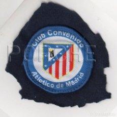 Coleccionismo deportivo: ESCUDO BORDADO CLUB CONVENIDO ATLÉTICO DE MADRID. Lote 74308487