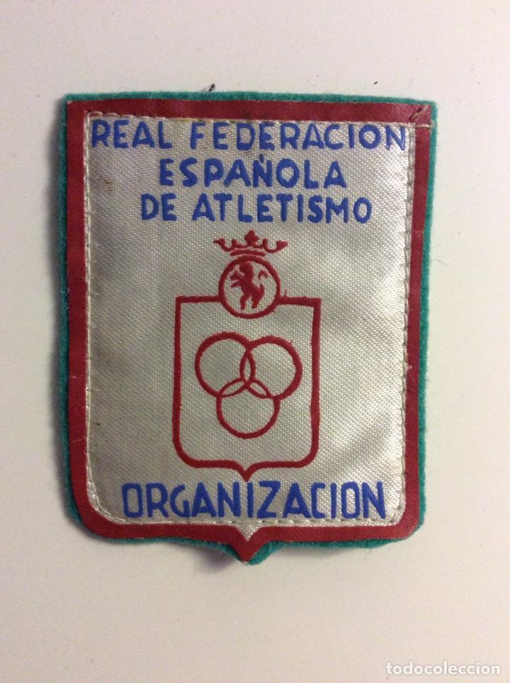 PARCHE ANTIGUO REAL FEDERACION ESPAÑOLA DE ATLETISMO ORGANIZACION (Coleccionismo Deportivo - Ropa y Complementos - Complementos deportes)