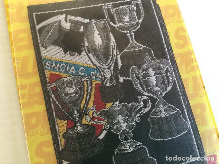 Coleccionismo deportivo: Parche de tela termoadhesivo Valencia CF Copas y escudo - Foto 3 - 122812475
