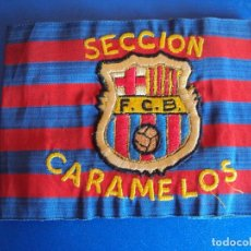 Coleccionismo deportivo: (F-171270)RARISIMO BRAZALETE DEL F.C.BARCELONA - ESCUDO BORDADO - SECCION CARAMELOS - AÑOS 70. Lote 126786023