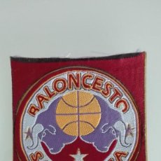 Coleccionismo deportivo: CLUB BALONCESTO SALAMANCA TEMPORADA 94/95 ESCUDO PEGATINA DE TELA NUEVA . Lote 135602598