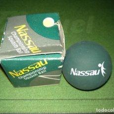 Coleccionismo deportivo: BOLA SQUASH NASSAU. Lote 143795902