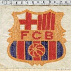 Coleccionismo deportivo: ESCUDO FUTBOL CLUB BARCELONA ANTIGUO BORDADO SOBRE TELA.. Lote 151663670