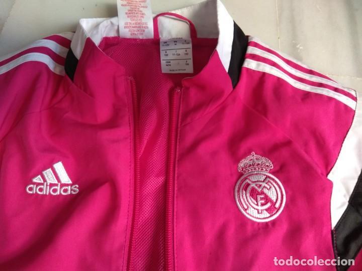Coleccionismo deportivo: CHAQUETA REAL MADRID ROSA - Foto 2 - 155505098